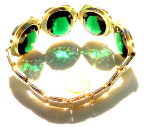 color therapy jewelry green